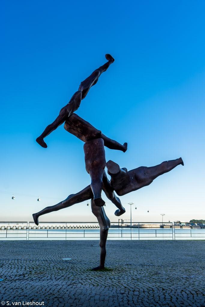 statue near da Vasco da Gama bridge