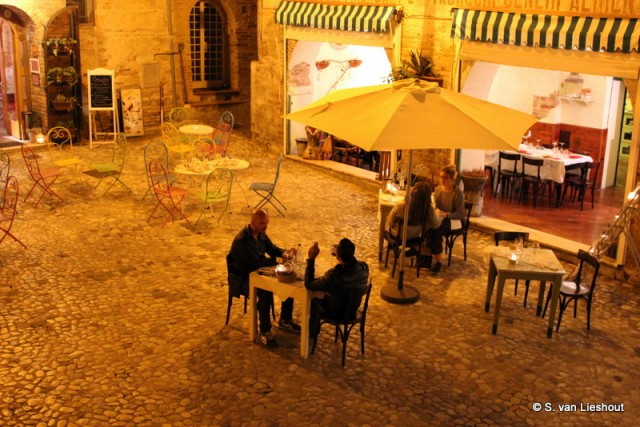 Terrasje, muziek en eten in Italië