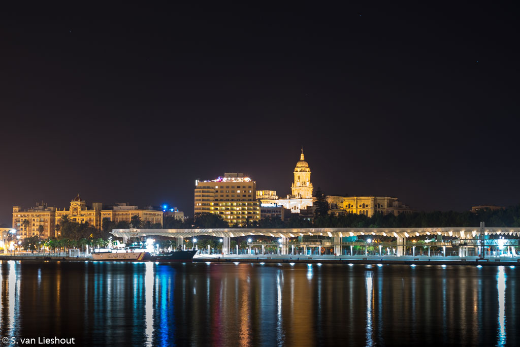 Malaga, kathedraal vanuit haven