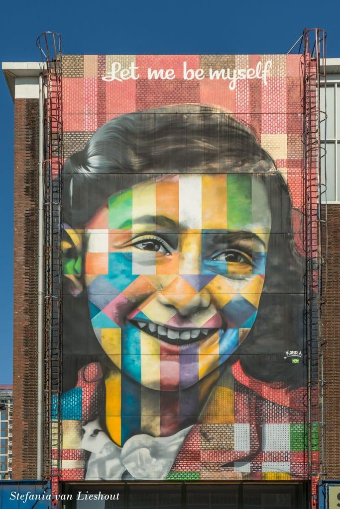 240 m² grote muurschildering van Anne Frank op de NDSM-werf.